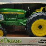 LJTP 700.026 - Field of Dreams Ertl Toys Tractor - 1990