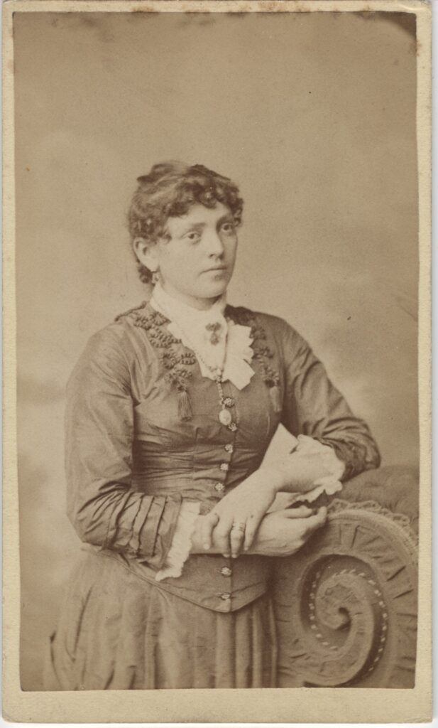 LJTP 100.176 - Samuel Root - Woman - c1885